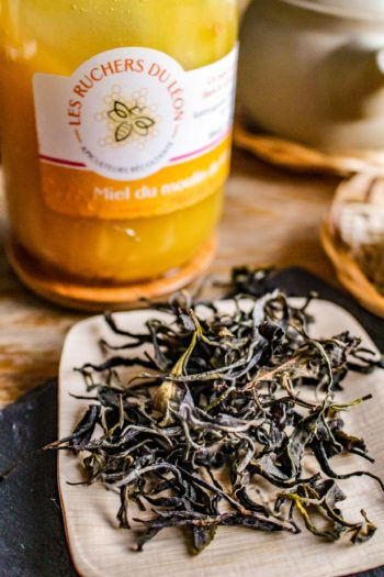 Thé Noir de France 「Vapeurs de Miel」 - Détail feuilles sèches