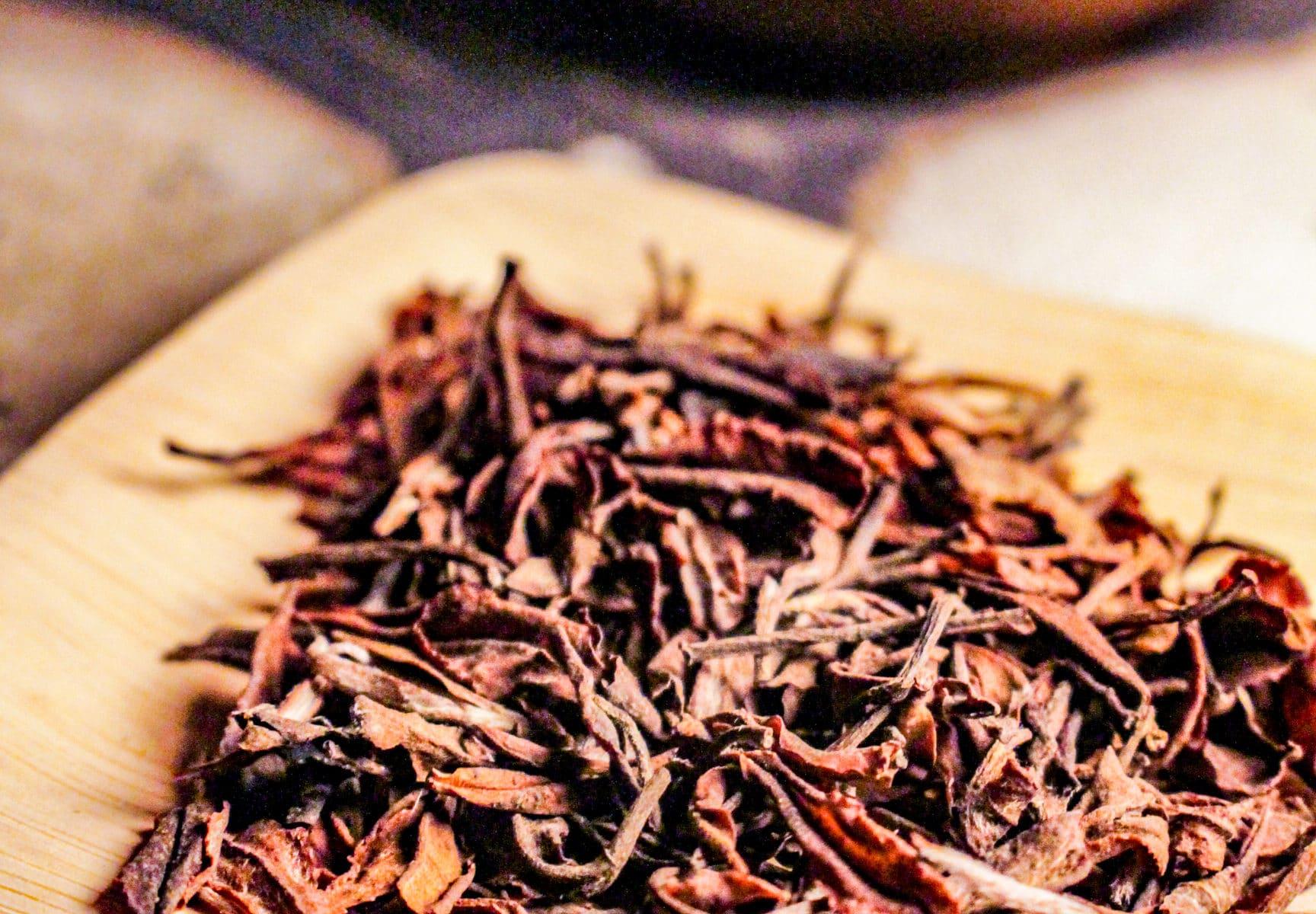 Thé Blanc fermenté du Japon - Nuit Blanche - Détail feuilles sèches