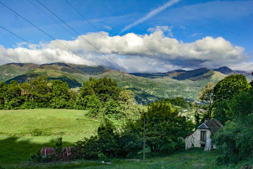 L'ancienne étable et la vue imprenable sur les Pyrénées