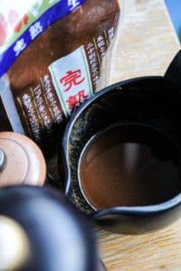 Sauce Miso noir - Cuisine au thé - Curiousitea